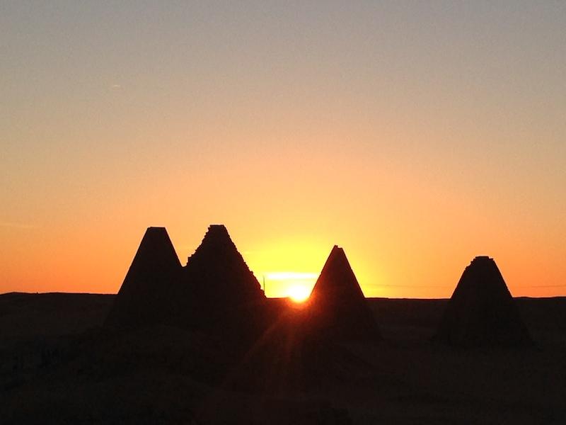Atardecer en las pirámides de Karima
