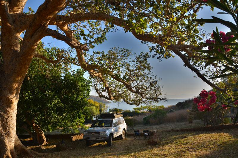 Acampados frente al lago Tana