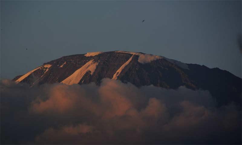 1 La cima del Kilimanjaro desde Moshi