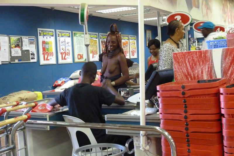 Himba en el supermercado
